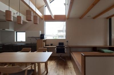 子世帯のLDK 1 (黒の焼杉と大開口が象徴的な2世帯住宅|桜川の家)
