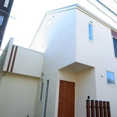 シンプルな外観 (ワンフロアワンルームの木造住宅|小平の家)