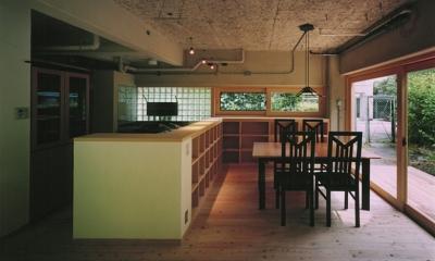 竹包隠居 tikuhouinkyo (対面式のキッチンとダイニング)
