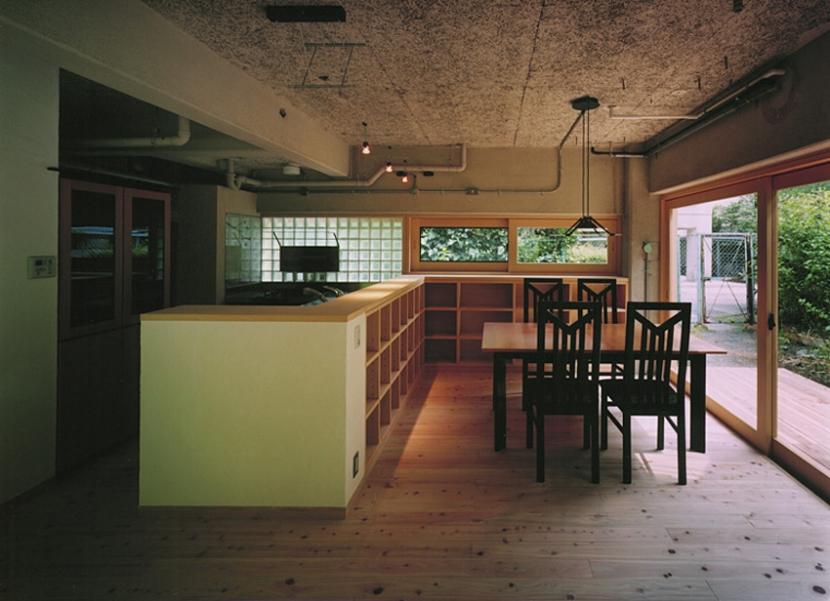 竹包隠居 tikuhouinkyoの写真 対面式のキッチンとダイニング