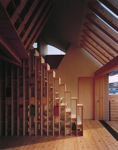 キサ kisa (収納を兼ねてデザインされた階段)