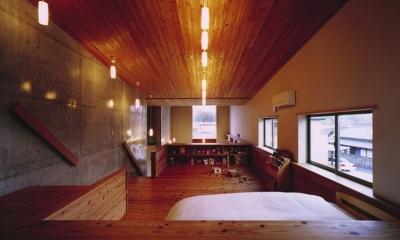 二路 ninji (弧を描く天井で森から山へぬける「空の路」 .)