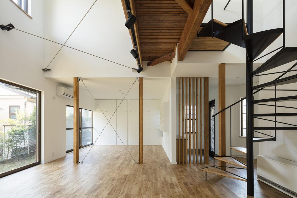 西が岡I邸-魅力ある空間に一新させる吹抜けと螺旋階段- (リビング吹抜け)