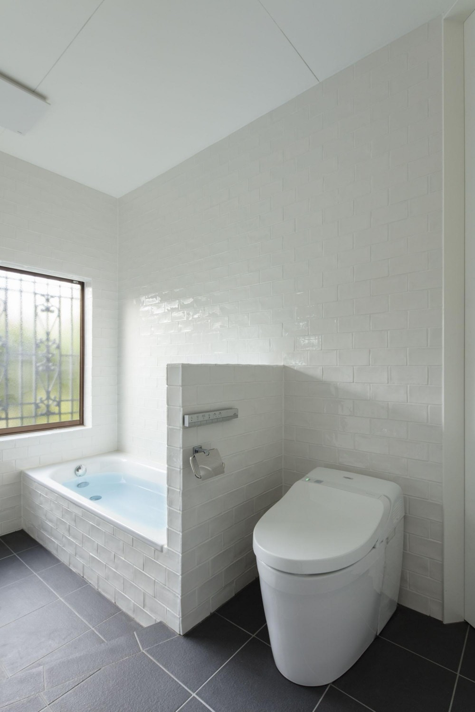 西が岡I邸-魅力ある空間に一新させる吹抜けと螺旋階段- (バスルーム)