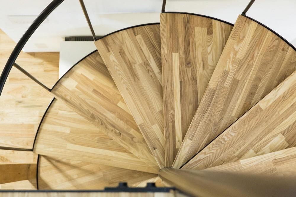 西が岡I邸-魅力ある空間に一新させる吹抜けと螺旋階段- (螺旋階段俯瞰)