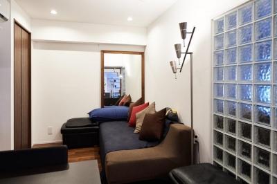 書斎 (永く住むことを考えてインフラ部分を重視。デザインよりも効率性にこだわった住まい。)