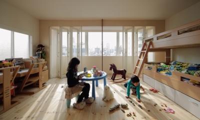 積窓居 Show Window House (5階住居/子供部屋 窓際のインナーバルコニー)