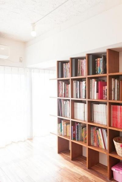 本棚 (A邸-ワークスペースに夫婦それぞれの空間)