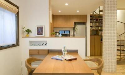 キッチン|らせん階段のある家