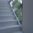 窓のある階段