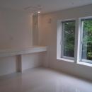 白で統一された洋室