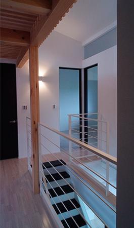 白と黒の家の部屋 階段と廊下