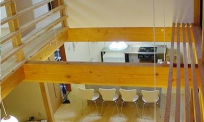 2階廊下からリビングを眺める|成長する家