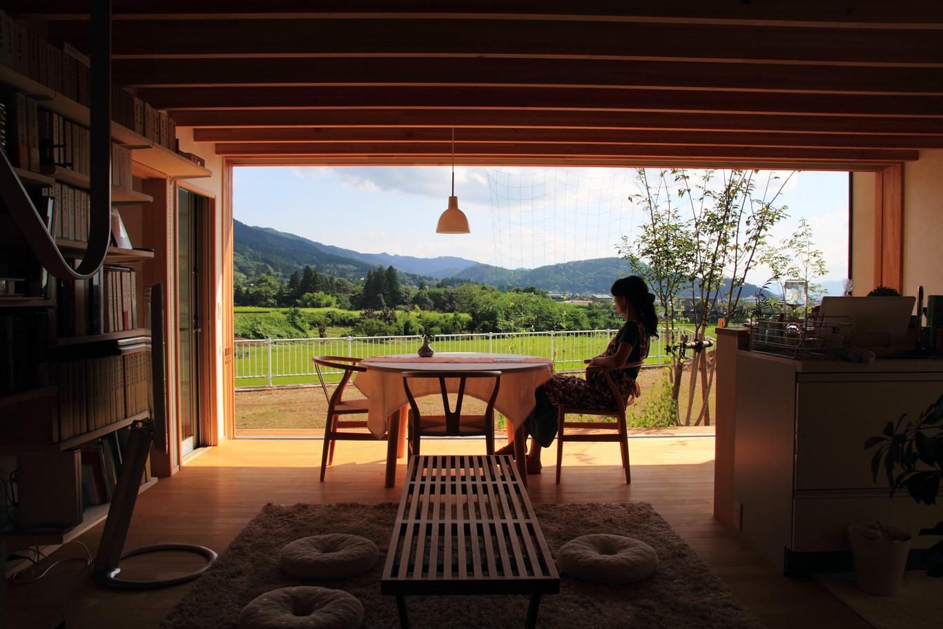 白鷹の家の写真 自然を感じる大きな窓