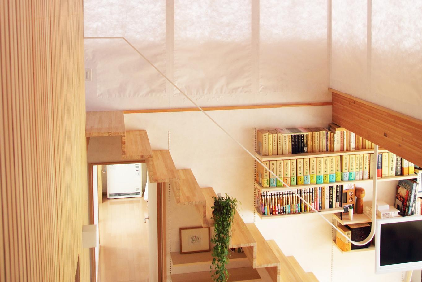 白鷹の家の写真 シンプルな階段