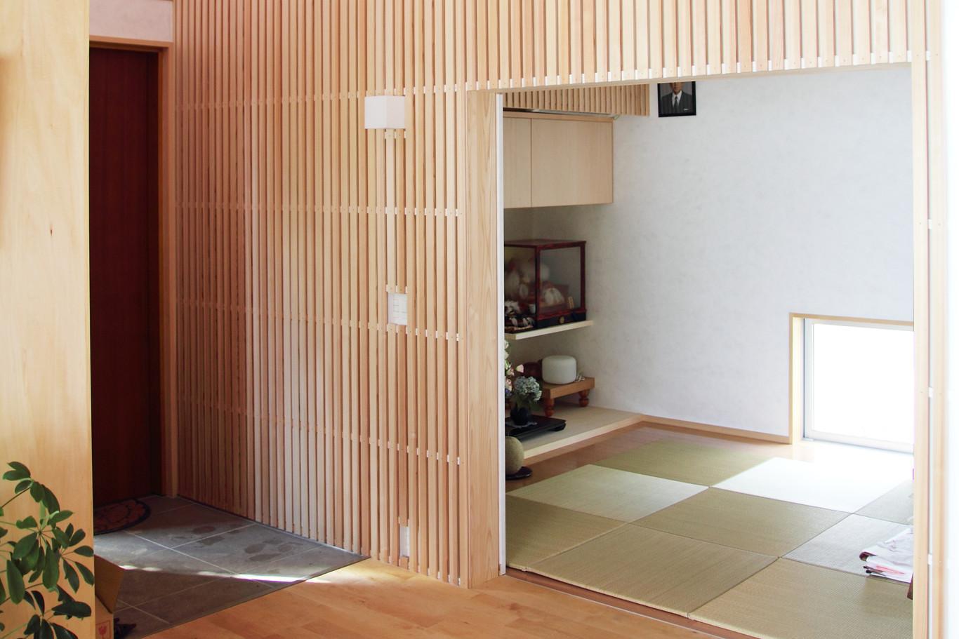 白鷹の家の写真 木格子のある和室