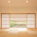 西根の家の写真 地窓のある落ち着いた和室