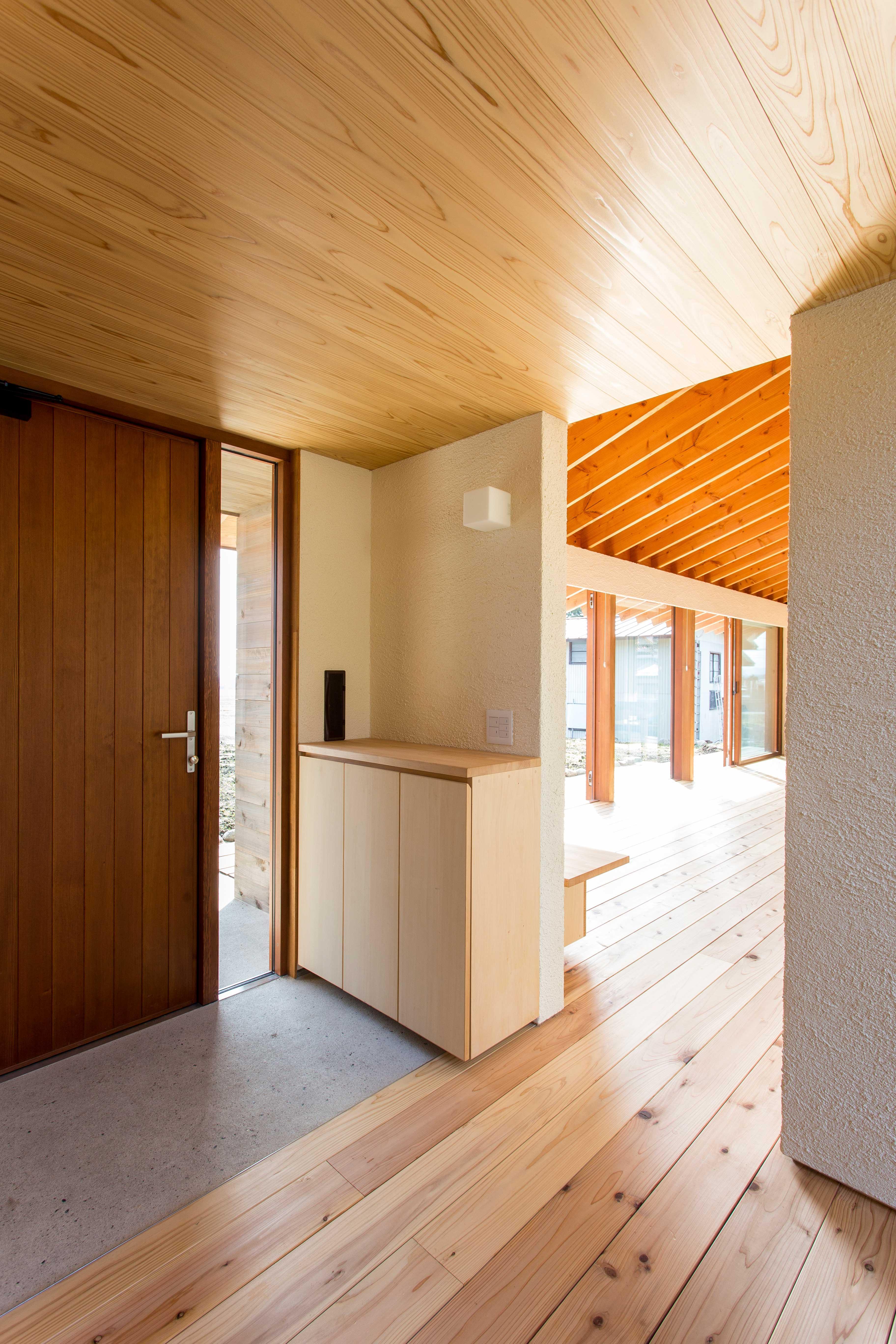 西根の家の部屋 シンプルな玄関