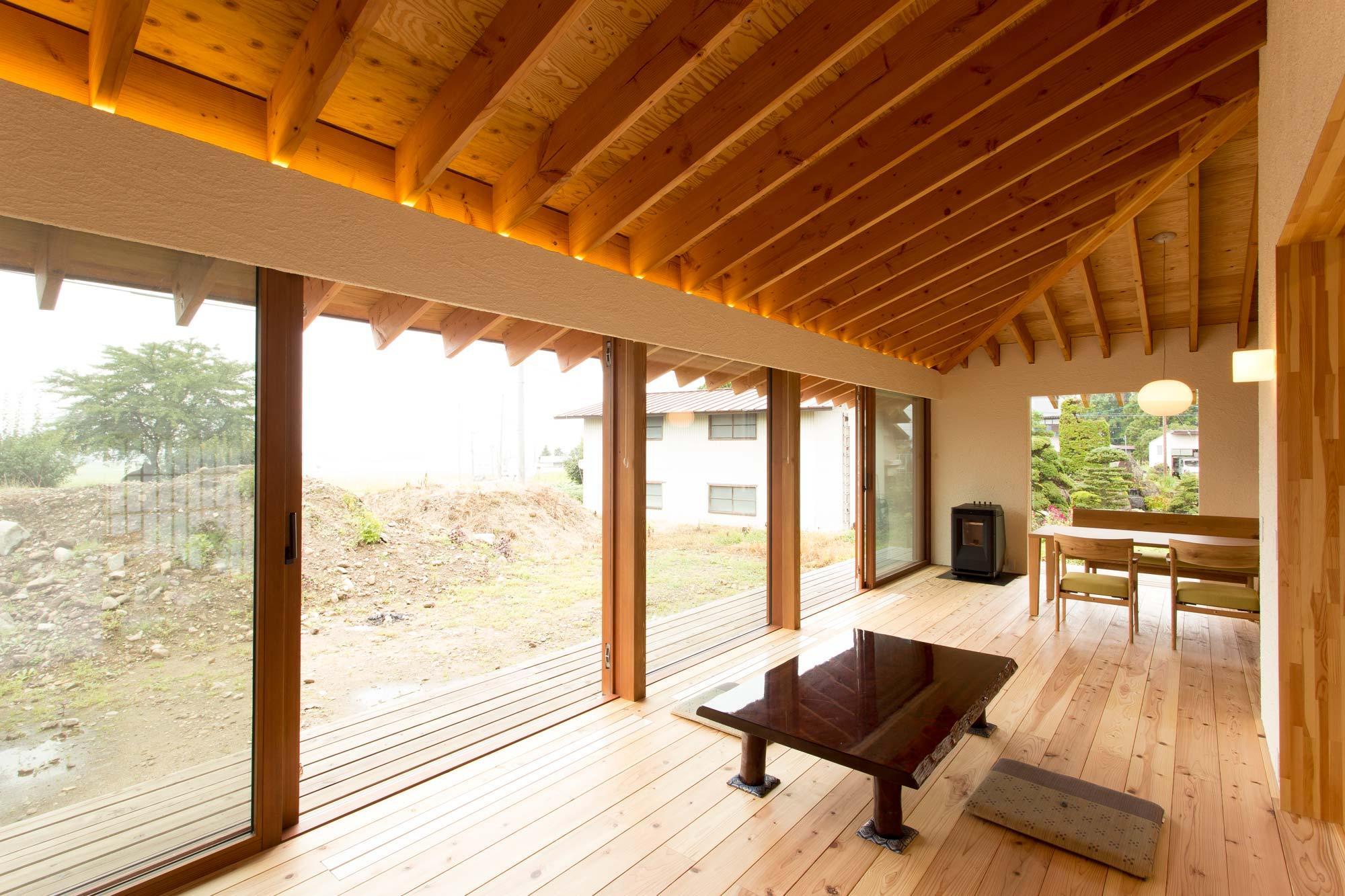 西根の家の部屋 大開口木製サッシ