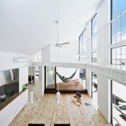 帆居 hammock house (2Fに設けた明るく開放的なLDK)