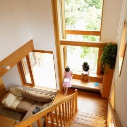 逗子の家―気持ちの良い場所 (読書コーナーのある階段)