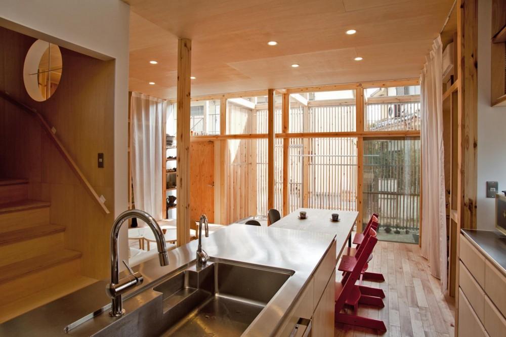 貫井北町の住宅 (キッチンより土間を見る)