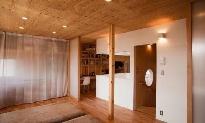 貫井北町の住宅 (2階室-2より階段を見る)