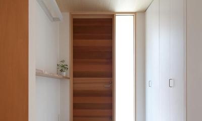 東大泉の住宅 (ホールより玄関を見る)