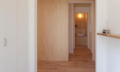 東大泉の住宅 (玄関より階段方向を見る)