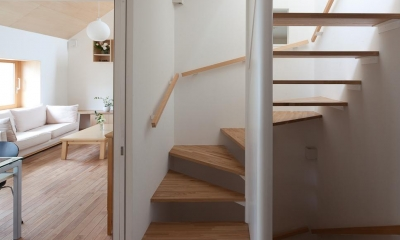 東大泉の住宅 (階段)