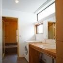 広くて明るい洗面室と浴室