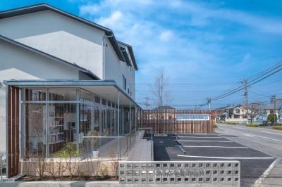 前橋の住宅と動物病院 (東側外観)