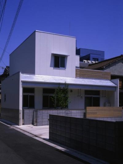 下町で静かに暮らす熟年夫婦の家 (鉄骨にALC 板)