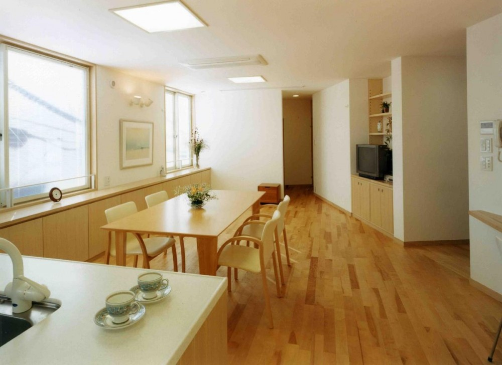 アレルギー対策を考えた家 (キッチンから食堂居間を見ています。)