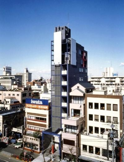 京葉道路の両国と錦糸町の間に建っています。 (スタジオ鳥村ビル)