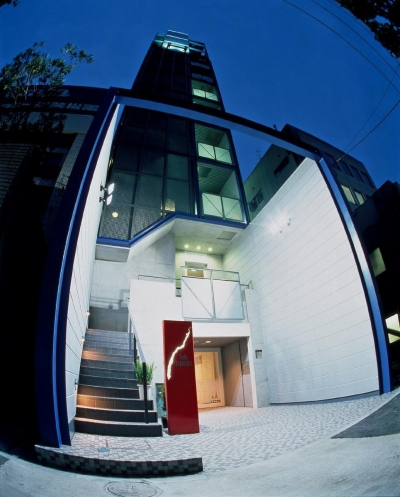 スタジオ鳥村ビル (魚眼レンズで撮った夜景です。 楽しい写真です。)