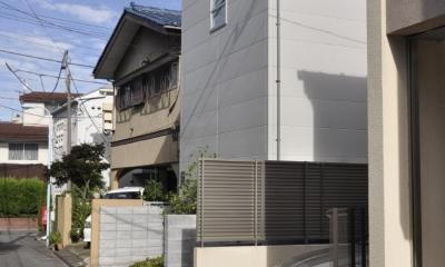 荻窪テラスハウス・アールグレイ (街角にこんな感じに建っています。)