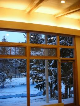 富良野の牧場に建つ 癒しの住まい F邸 (窓の外では雪が静かに、、、、)
