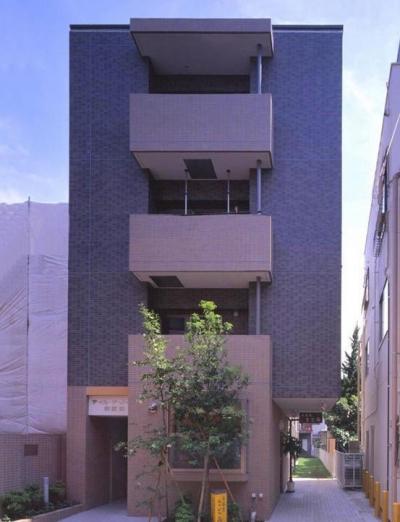 狭小間口に建てた集合住宅 (巾7.5m 奥行き45m という極端に間口の狭い敷地に建設された集合住宅です。)