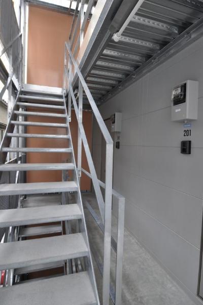階段は鉄骨で作りました。 (浅草橋木造耐火アパート ストゥディオ・アマナ)