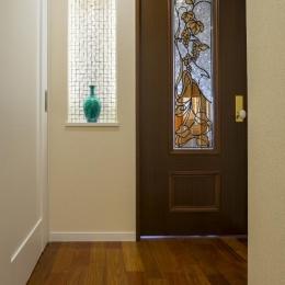 開放的な音楽スタジオを備えたタイルで彩られた空間 (廊下)