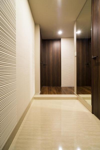 玄関 (高層階の大空間で上質なインテリアを楽しむタワーマンションの暮らし)
