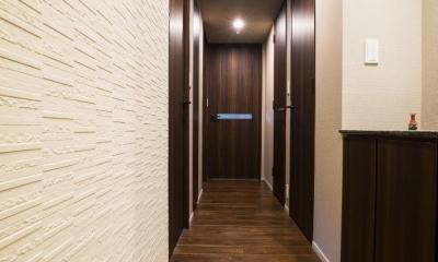 高層階の大空間で上質なインテリアを楽しむタワーマンションの暮らし (廊下)