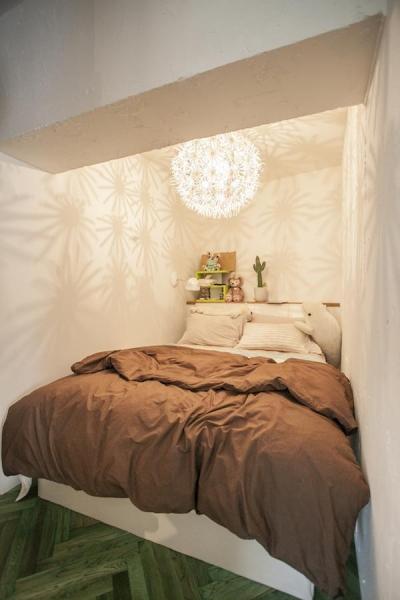 ベッドルーム (S邸-四つの窓ごとにシーンが切り替わる)