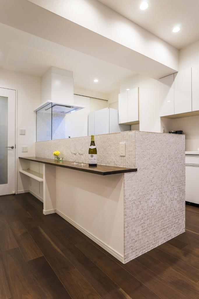 家族みんなが快適に過ごせる開放的なLDKに生まれ変わった住まいの写真 キッチン