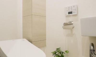 家族みんなが快適に過ごせる開放的なLDKに生まれ変わった住まい (トイレ)