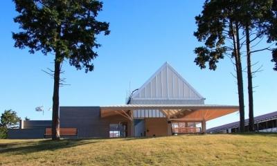マザー牧場・ファームステーション (マザー牧場の新しいアトラクション「ファームツアー」のファームカーの乗降場、すなわち駅舎です。)