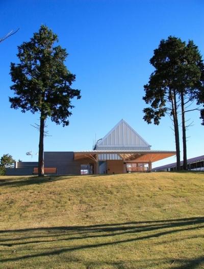 マザー牧場の新しいアトラクション「ファームツアー」のファームカーの乗降場、すなわち駅舎です。 (マザー牧場・ファームステーション)