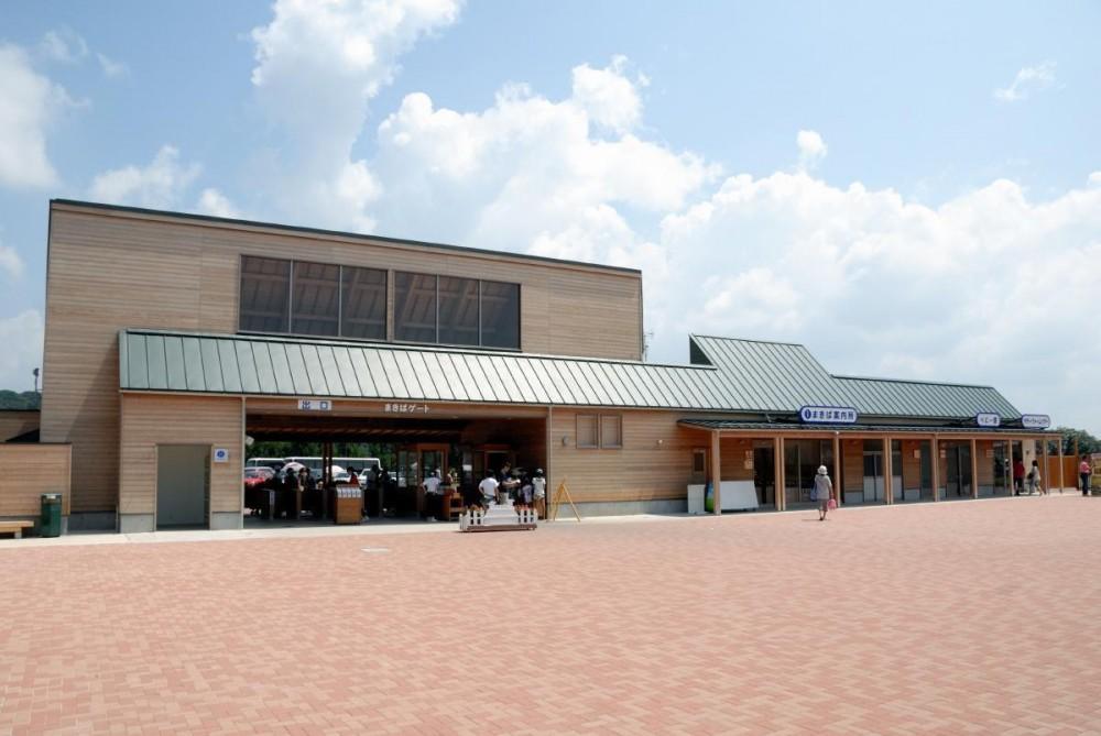 マザー牧場・まきばゲート (この建物は二つの顔を持っています。)