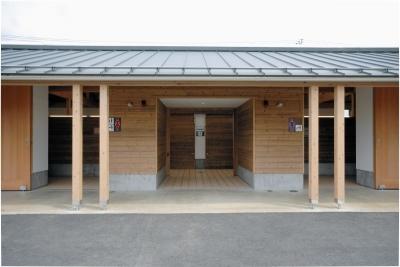 マザー牧場50 周年記念、まきばエリア・リニューアルの最初の仕事はトイレでした。 (マザー牧場・まきばトイレ)